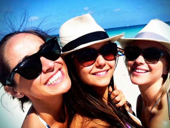 nina dobrev, julianne hough, amiche vip, the vampire diaries, quarta stagione the vampire diaries