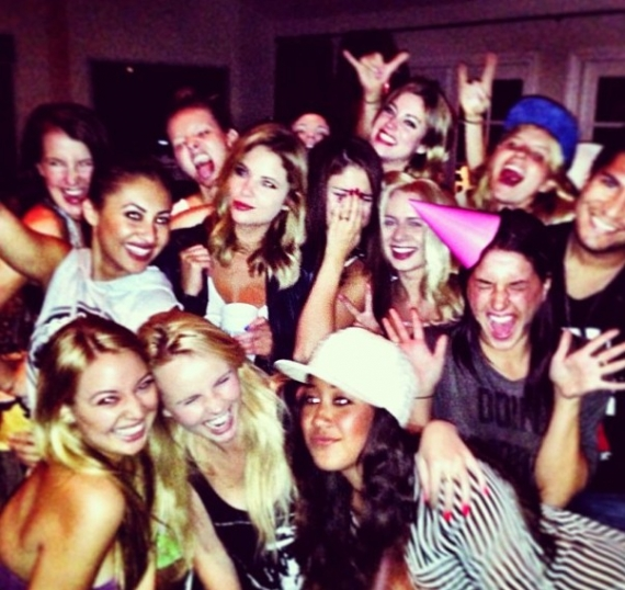 selena gomez, compleanno selena gomez, julianne hough, ashley benson, lily collins