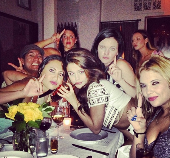 selena gomez,compleanno selena gomez,julianne hough,ashley benson,lily collins
