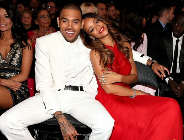 Grammy 2013 - Rihanna e Chris Brown teneramente insieme