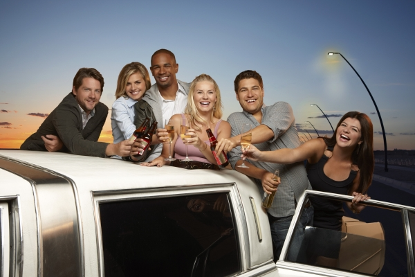 happy endings, friends, casey wilson, nick zano, serie comica, consigli per lo streaming
