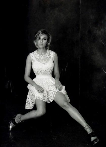 Scarlett Johansson In Bianco E Nero Su Vogue Terribilia News