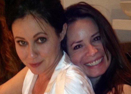 shannen doherty, holly marie combs, viglia di natale shannen doherty holly marie combs, amicizia shannen doherty holly marie combs, amici famosi, streghe protagoniste dopo 10 anni