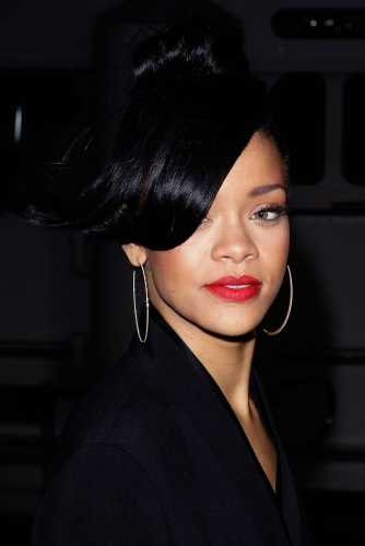 rihanna, tatuaggio rihanna, falco rihanna, bang bang, cartone animato, happy smekday, the true meaning of smekday, jim parsons