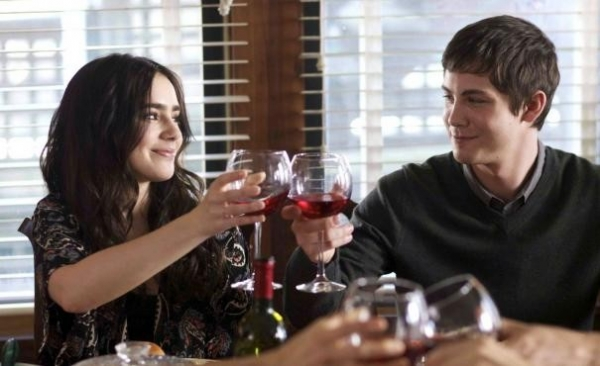 "Trailer originale di ""Writers"" con Lily Collins e Logan Lerman"