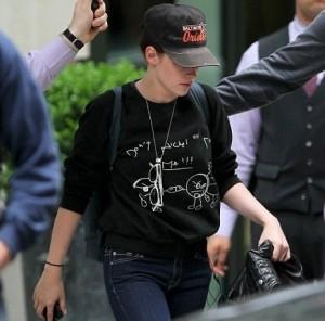 Kristen Stewart Si Nasconde Sotto Il Cappellino Di Robert