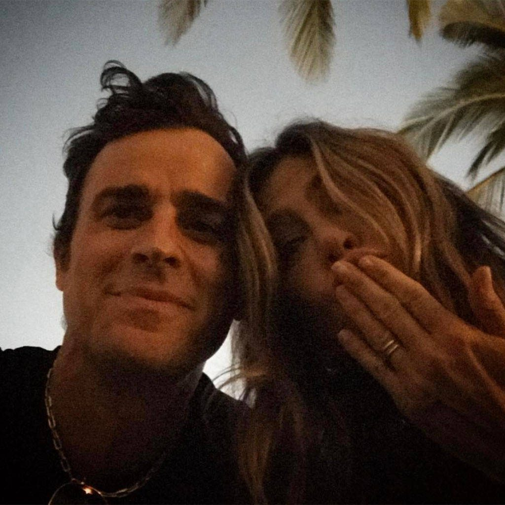 Jennifer-Aniston-Justin-Theroux-Instagram.kg.021117