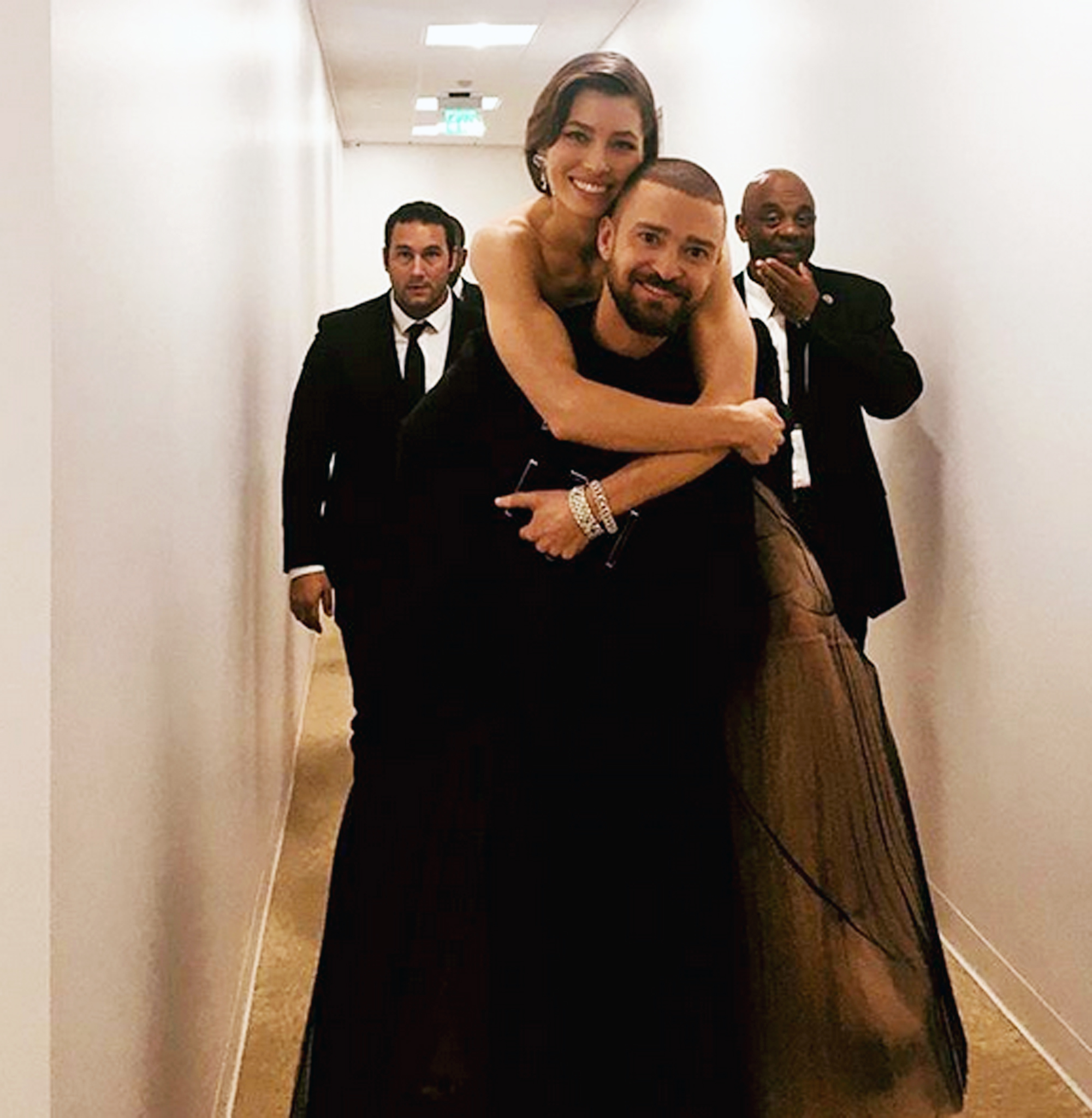 https://www.instagram.com/p/Bdtzo-XlXyz/?hl=en&taken-by=jessicabiel jessicabiel I give my ride to the #goldenglobes after party a very enthusiastic 5 ?? rating Source: Jessica Biel Instagram